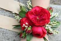 Wrist Corsages | Wedding Inspiration / Flowers for your wrists! Wrist corsages | wedding flowers | DIY Flowers |