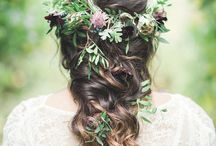 Hair Flowers | Wedding Inspiration / Inspiration on how to use real flowers in your wedding hair.  Hair flowers | DIY wedding | Wedding flowers | floral crown | flower crown