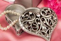 The love / A szerelem, amikor meg tudod osztani az életedet, a legnagyobb álmaidat, mindent, ami a szívedben van, egy másik emberrel.