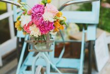 Bicycles | Wedding Inspiration / Style your venue with a floral bike! Bikes with flowers | DIY flowers | Wedding styling | Venue styling
