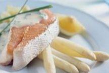 #aspergechallenge / Asperges zijn voor vele 'n favoriete groente. Helaas zijn witte asperges maar kort verkrijgbaar en voor je het weet is het aspergeseizoen weer voorbij. Daarom halen we alles uit het seizoen met de #aspergechallenge! Vijf dagen lang, drie keer per dag asperges. En de recepten delen we natuurlijk met jullie.