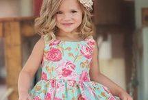 Küçük hanımlar için şık elbiseler