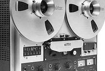 Magnétophones - Tape Recorder - Digitalisation audio - Vintage Audio / De belles machines dédiées aux enregistrements audio. Vous possédez peut-être quelques vieilles bandes audio au fond d'un tiroir. -  Il est encore possible de transférer ces enregistrements audio sur un support plus actuel comme un CD Audio ou un fichier MP3. -  Remix Numérisation numérise et copie vos enregistrements analogiques avec des appareils HiFi Vintage en excellent état. -  Rendez vos souvenirs durables avec -  www.remix-numerisation.fr -  Enregistreurs audio anciens à fil, Peirce ...