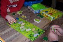 Gry planszowe, które najbardziej podobają się dzieciom / Prezentujemy zdjęcia z organizowanych przez nas spotkań z grami planszowymi dla dzieci. Znalazły się na nich gry, które najbardziej przypadły dzieciom do gustu. Możemy je więc śmiało polecić na spotkanie rodzinne czy na prezent