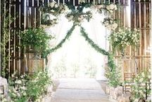 Barn Wedding Flowers Ideas / Ideas for Wedding Flowers if you are planning to get married in or have your wedding reception in a converted wedding barn.