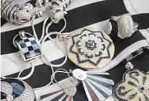 Moda Listras em alta!! / Listras em alta, tendência invade o inverno 2013.   Confira as joias perfeita para esta combinação!!