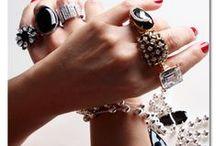 Joias que Combinam com Você! / Braceletes, anéis, colares.. Joias..não importa o estilo, elas sempre farão a diferença no seu look ;)
