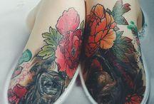 Tattoo Ideen / Tattoo Inspirationen zum Thema Anime/Manga, Abstrakt, Trash Polka, Berge, black'n'grey, Anatomie und Vintage Blumen Motive.