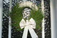 Pretty lavender door wreath / How to create a pretty door wreath or venue decoration using lavender & books. Quick, easy & stunning. You could easily use any other garden trimmings to make your own version of this.