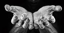 """Mains du monde / Proverbe africain : """"La délicatesse des gestes révèle celle des sentiments."""""""