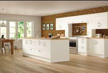 Trieste / The Trieste range is a durable and adaptable choice, with no less than nine available finishes: Maple, Beech, Walnut, Elements, White Willow, Gloss White, Rosewood Oyster or Olive. Trieste is the choice for a modern-looking kitchen.