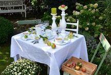 Apfelzeit / DIY Apfelkranz, Rezept für Apfelcrumble, Tischdekoration im Herbst, Tischdeko mit Äpfeln, Shabby Tischdeko, Gartendekoration