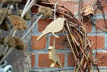 Kein Frühling ohne Vogelsang / DIY Holzvögel, Gartendekoration im Februar, Holzhäuschen, Innenhof Dekoration