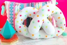 Pillow Fight! / Sewing pillows is so fun! Sewing pillows for everyone!