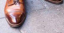 Chaussures pour homme / Les chaussures, il en existe des modèles différents, un choix pas toujours simple. Nous avons regroupé dans ce tableau 7 sous-tableaux : desert boots, chukka boots, bottines et boots, richelieu, derby, chaussures à boucles ou encore mocassins.