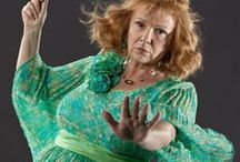 ◬ molly weasley / Molly Weasley (née Prewett) (b. 30 October, 1949/1950) was a pure-blood witch and the matriarch of the Weasley family. She is married to Arthur Weasley. She was born into the Prewett family, and was sister to Fabian and Gideon Prewett, members of the original Order of the Phoenix.