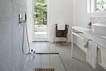 Design badkamers / Design badkamers zijn moderne badkamers die iets unieks hebben. Het is geen standaard badkamer en de badkamer is tot in perfectie afgewerkt. In de moderne badkamer zijn vaak ook technologische hoogstandjes te vinden.