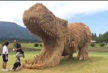 Wara Sanat Festivali / Japonya'da düzenlenen Wara Sanat Festivali'nde hasat sonrası pirinç sapları sanat eserlerine dönüştürülüyor.. Kaynak / Source: jpninfo.com (Deniz Humması - https://wp.me/p7eZYA-SF)