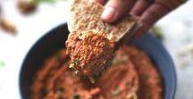 Dips / Niets gaat boven het dippen van een lekker knapperig stokbroodje in een goeie dip. Daarom vind je op dit bord alleen maar heerlijke dips!