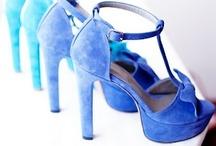 pantofi si sandale la comanda / Incaltaminte din piele naturala la comanda: balerini, sandale, pantofi, botine, cizme cu toc, cizme fara toc, orice culoare si orice numar (33-42).Produsele sunt realizate manual din piele, piele intoarsa sau piele lacuita.Iti poti alege combinatiile de culori, calapodul dorit si tocul potrivit.Sunt gata in 5 zile.Livrare in toata tara.Pentru comenzi incaltamintedinpiele@gmail.com