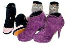 botine la comanda / Incaltaminte din piele naturala la comanda: balerini, sandale, pantofi, botine, cizme cu toc, cizme fara toc, orice culoare si orice numar (33-42).Produsele sunt realizate manual din piele, piele intoarsa sau piele lacuita.Iti poti alege combinatiile de culori, calapodul dorit si tocul potrivit.Sunt gata in 5 zile.Livrare in toata tara.Pentru comenzi incaltamintedinpiele@gmail.com