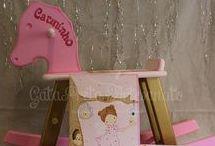 Artigos em madeira para quarto de bebé e criança / Fraldários, cestas para produtos de higiene, caixas de recordações de bebé, caixas de medicamentos, caixas para ganchinhos, caixas de batizado, ...  Dúvidas e questões: gatapretaartesanato@sapo.pt Site: http://gatapreta-artesanato.blogs.sapo.pt/