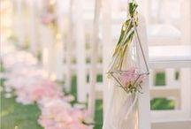 ▲ CHAISES, BANCS CEREMONIE ▲ / Disposition et décoration de vos chaises et bancs pour votre cérémonie.