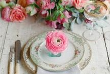 pretty tables to eat at / #diningtable #placesetting #floralarrangements