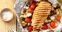 Schmeiß den Grill an! / Die Grillsaison ist eröffnet! Hier findet ihr leckere und ungewöhnliche BBQ-Gerichte für lauschige Sommerabende. Von Vegan über Fleisch bis hin zu Beilagen und Desserts ist alles dabei.
