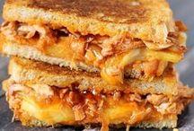 Sandwich - Grilled Cheese / Beim Grilled Cheese muss der Käse richtig flüssig sein. Am besten geht das in der Pfanne. Leicht weicher Käse zählt nicht. ;-)