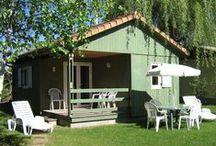 Nos Locations / Location de Chalets-loisirs et de mobil homes tout confort pouvant accueillir de 4 à 6 personnes suivant le modèle.