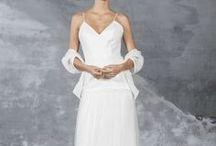 Valentina Garí / La colección de Valentina Garí para Raimon Bundó transmite sencillez y elegancia a través de tejidos con caida y detalles especiales como tuls y bordados que marcan la diferencia.