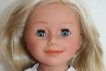 WE GIRLS / Ces magnifiques poupées de 46 cm possèdent un corps entièrement en vinyle, 5 articulations, des yeux dormeurs et des cheveux implantés. Conception polonaise et fabrication allemande. Un top pour les enfants à partir de 3 ans.