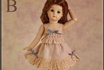 RUBY RED - BLEUETTE / Toutes les poupées sont créées de façon à accentuer les caractéristiques humaines, et leur petite taille est juste parfaite pour porter ces merveilles dans la main.  Ces poupées sont très appréciées par les collectionneurs du monde entier ...