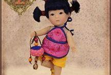 Ruby Red TangHulu / Une collection de 5 poupées dédiée aux souvenirs d'enfance provoqués par le premier bonbon croqué ...  Le Tang Hu Lu est une sucrerie traditionnelle chinoise: un fruit enrobé d'un sirop de sucre et glacé !