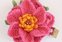 Crochet flowers+leaves