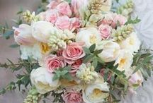 Wedding Flower Ideas / Ideas and inspiration for your wedding flowers, arrangements, and bouquets.