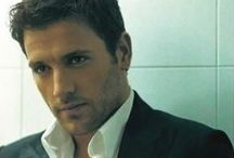 Nikos Vertis / he's soooooo good!!! / by Tanya Messi