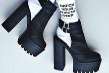 PIES sobre la tierra. / zapatos.