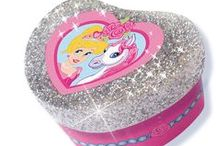 SES Glitter dreams / Do you love glitter and crafts? Than you'll absolutely love SES Glitter dreams. Be enchanted by our Glitter dreams craft sets. Make the most beautiful jewelry boxes, decorate your nails or cast your own soaps.