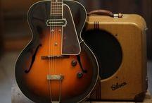 Guitars / by Roberto Ruiz