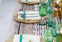 Groen servies / Ik spaar al jaren een groen servies bij elkaar. Geen enkel stuk past bij elkaar, behalve omdat het groen is. Nee, het schiet niet echt op, want groen servies is niet wit. Een zoektocht die ik blijf voortzetten.