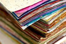Paper passion / Als kind vond ik het altijd erg leuk om rond te struinen op de drukkerij van mijn vader. Nog steeds ben ik gek op papier, op de verschillende kleuren, texturen en geuren.