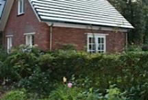 """B&B de Vildtgaard / Achter ons woonhuis in een vrijstaande """"cottage"""" bevindt zich de B&B met eigen zitkamer, keuken, sanitaire voorzieningen en terras.  Alle privacy en 'sochtends op uw moment een heerlijk ontbijt geserveerd krijgen in uw eigen cottage!  De Vildtgaard is gelegen op loopafstand van het nationaal park Hoge Veluwe dat zich bevindt aan de noordgrens van Arnhem in het vroeger zelfstandige dorp Schaarsbergen."""