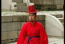Costumi tradizionali nel mondo / abiti tradizionali da ogni parte del mondo