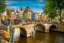 Países Bajos / Viaja a los Países Bajos con nosotros y descubre la animada vida de Ámsterdam, pueblecitos con encanto como Marken o Volendam e increíbles ciudades vanguardistas como Rotterdam.