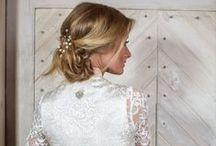 Hochzeit Dirndl / Wir lieben es eine Braut glücklich zu machen! Verzaubern Sie den Bräutigam und erleben Sie unvergessliche Momente in einem traumhaften, maßgeschneiderten Hochzeitsdirndl.