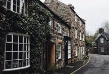 Buildings / Inspiration for photographing buildings and architecture - old buildings photography, Instagram photo ideas, buildings photography ideas, Instagram photos to recreate, photos of rustic buildings, Instagram post ideas, Instagram inspiration, Instagram photography ideas, moody Instagram theme, Instagram aesthetic, vsco, Instagram goals, rustic cabins and cottages, cabin exterior, cottage exterior.