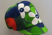 Retrolippikset / Lippahattuja menneiden vuosien retrokankaista - Hats past few years retro fabrics