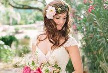 Kapsels voor de bruid / Weet jij al hoe jij je haar gaat doen op je trouwdag? Doe hier je inspiratie op!